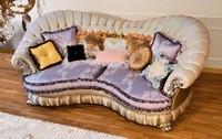 Raffaello-remix, Klassische Luxus-Sofa mit geschwungenen Linien