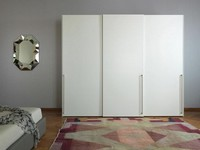 Anteprima, Kleiderschrank mit Flügeltüren, weiß lackiert, um die modernen Zimmer