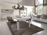 Geo Tisch, Tisch mit Metall furnierte Beine, Eichenholzplatte