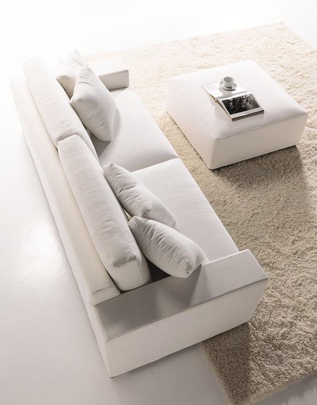 sofa mit einfachen design mit hoher r cken f r zu hause idfdesign. Black Bedroom Furniture Sets. Home Design Ideas