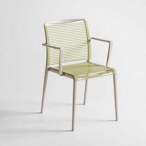 Avenica, Designer Stuhl in Polymer mit integrierten Armlehnen