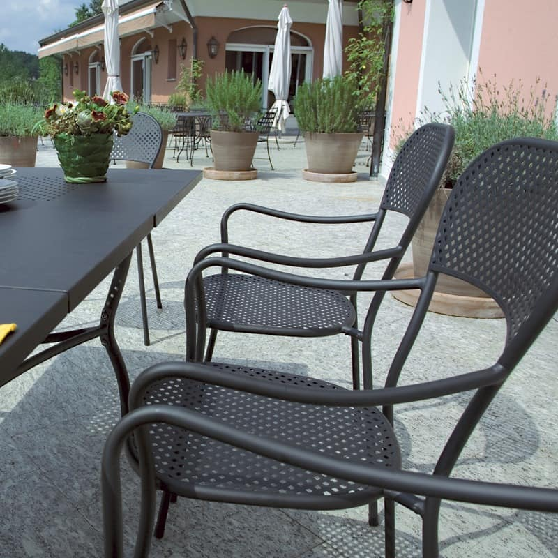 stuhl mit armlehnen aus verzinktem stahl f r den au enbereich idfdesign. Black Bedroom Furniture Sets. Home Design Ideas