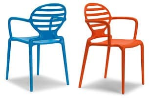 Cokka chair, Stapelstuhl mit Armlehnen, für den Außenbereich