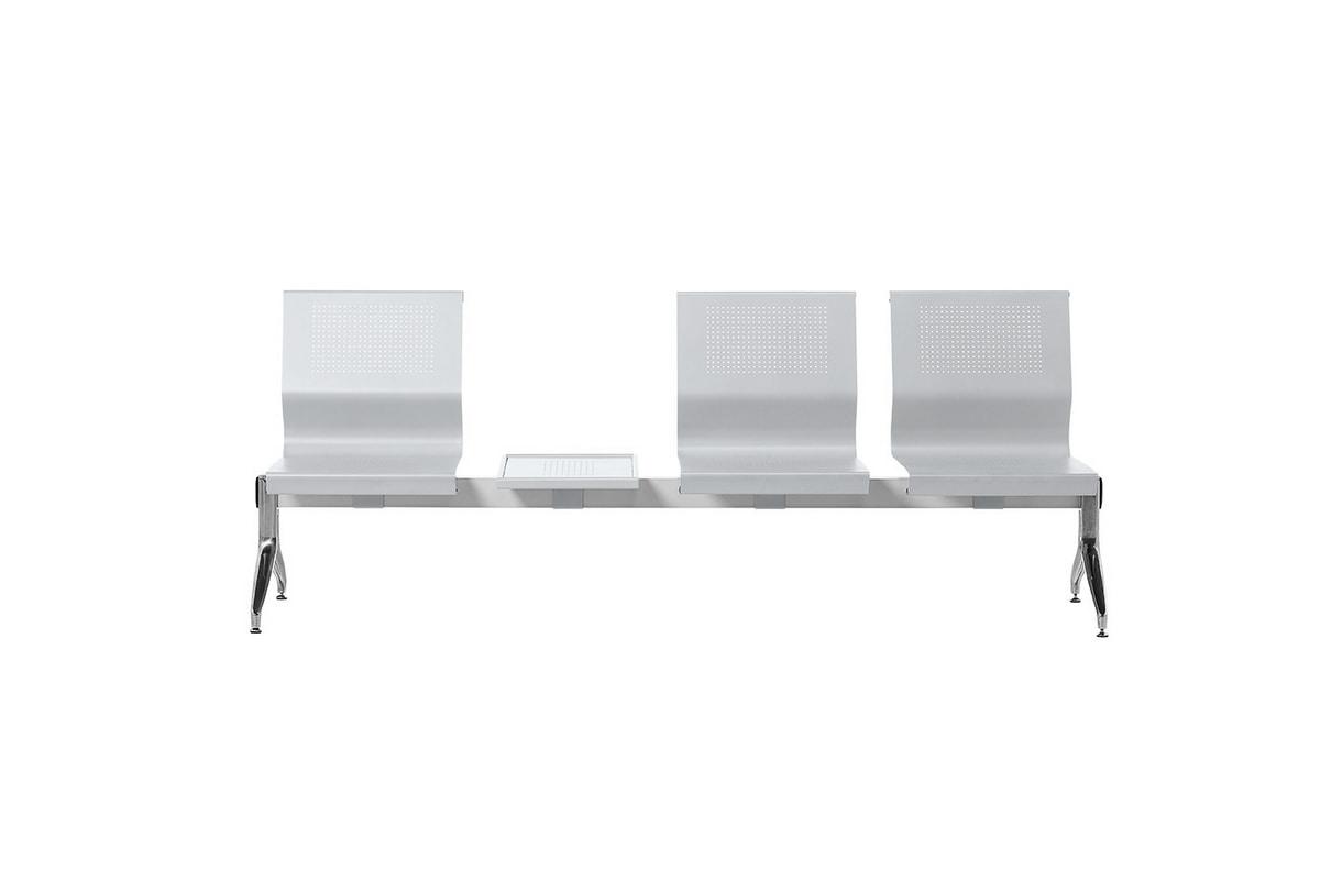 Korus Alu, Sitzen auf einem Stahlträger, Aluminiumbeine