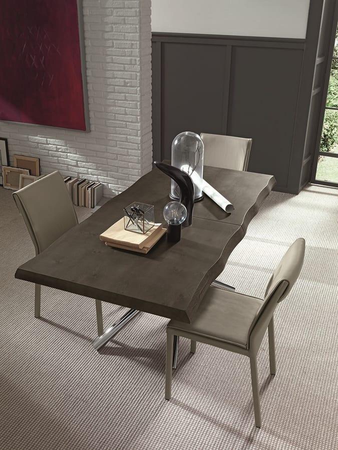 Ausziehbarer Tisch aus Holz mit Beinen aus verchromtem Metall ...