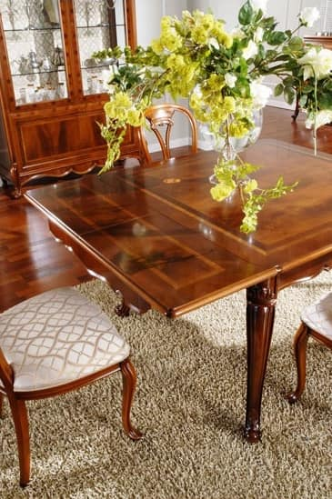klassischer tisch in holz geschnitzt f r esszimmer. Black Bedroom Furniture Sets. Home Design Ideas