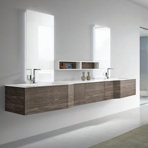 STR8 comp. 05, Wandbadezimmer mit zwei Waschbecken