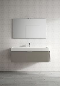 basic gro z giger badezimmerschrank mit gro em waschbecken. Black Bedroom Furniture Sets. Home Design Ideas