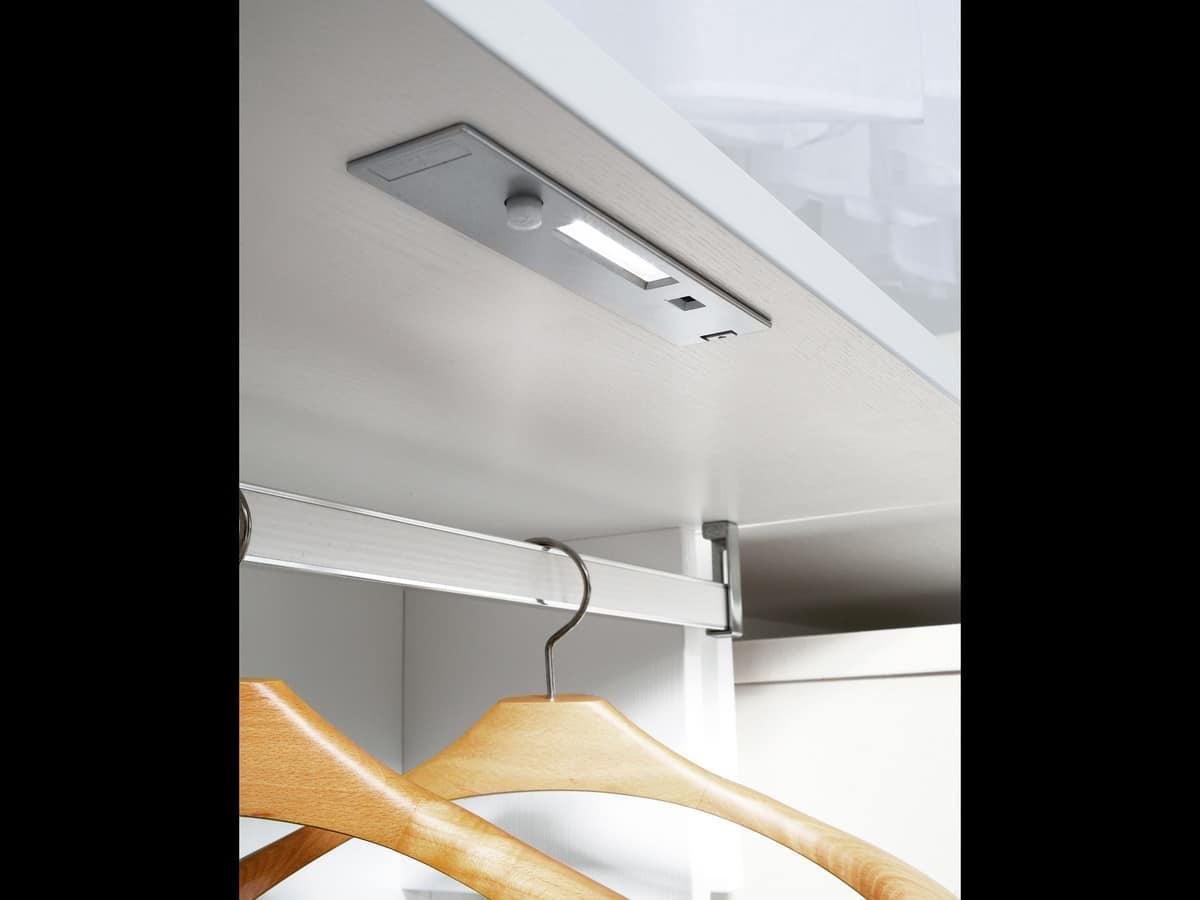 elegante und funktionelle kleiderschrank f r hotels. Black Bedroom Furniture Sets. Home Design Ideas