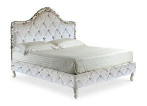 Art. 2023  Dajana K., Luxuriöses Bett, handgeschnitzt, mit tufted Samt, im klassischen Stil
