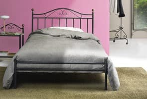 klassisches bett in eisen f r traditionelle schlafzimmer idfdesign. Black Bedroom Furniture Sets. Home Design Ideas