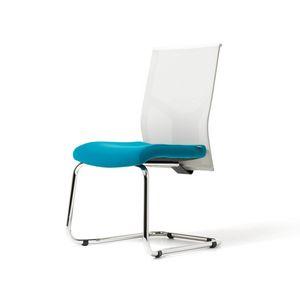 b rostuhl mit armlehnen und r der netzkappe idfdesign. Black Bedroom Furniture Sets. Home Design Ideas