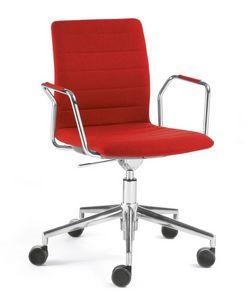 Q2 IM, Drehstuhl auf Rollen, ausgestattet mit Schreibplatte
