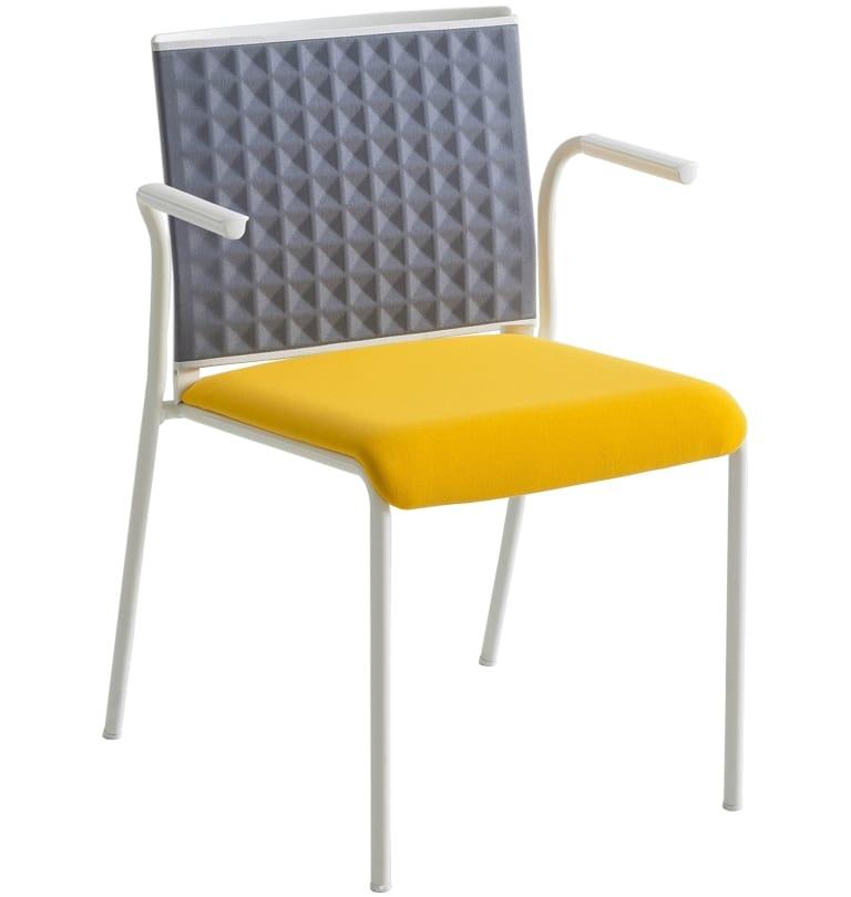 Teckel T B, Stuhl mit thermogeformter Rückenlehne, mit Armlehnen
