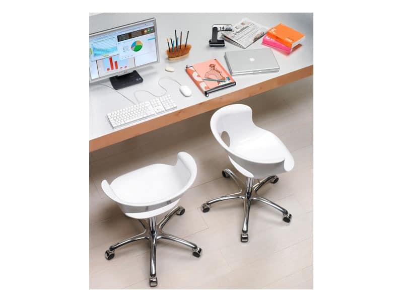 drehstuhl h henverstellbar mit r dern idfdesign. Black Bedroom Furniture Sets. Home Design Ideas