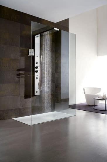 duschabtrennung mit duschkopf und regal f r hotelbadezimmer idfdesign. Black Bedroom Furniture Sets. Home Design Ideas