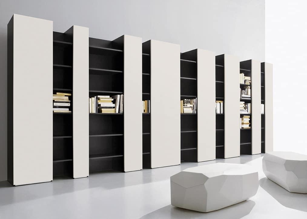 wei e wohnzimmerm bel zusammensetzung mit b cherregal und. Black Bedroom Furniture Sets. Home Design Ideas