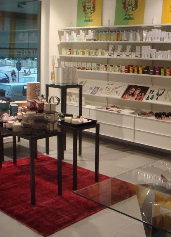 regale und benutzerdefinierte einrichtung f r die parf merie oder shop idfdesign. Black Bedroom Furniture Sets. Home Design Ideas
