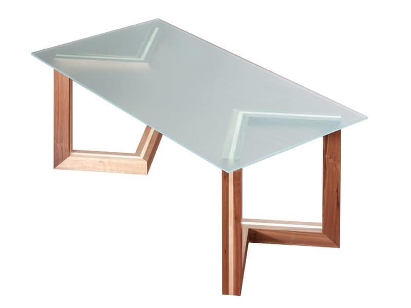 holztisch mit glasplatte f r die gastst tten idfdesign. Black Bedroom Furniture Sets. Home Design Ideas