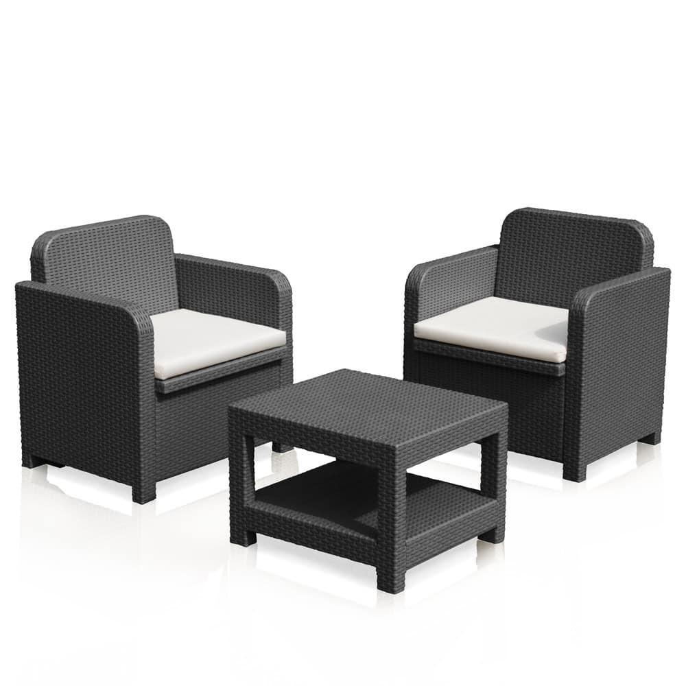 Garten mit 2 Sesseln und einem Couchtisch, im Rattan | IDFdesign