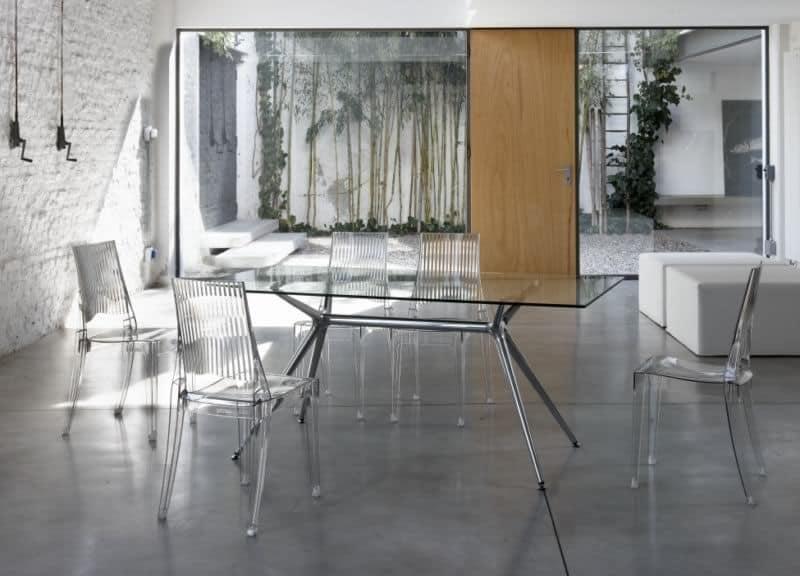 design stuhl aus polycarbonat auch f r den garten idfdesign. Black Bedroom Furniture Sets. Home Design Ideas