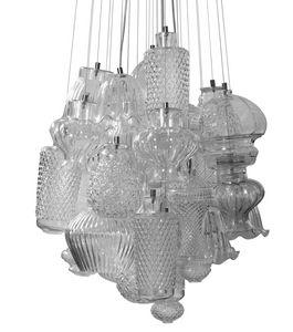 Ceraunavolta configuration 1, Modularer Kronleuchter mit anpassbaren transparenten Glaselementen