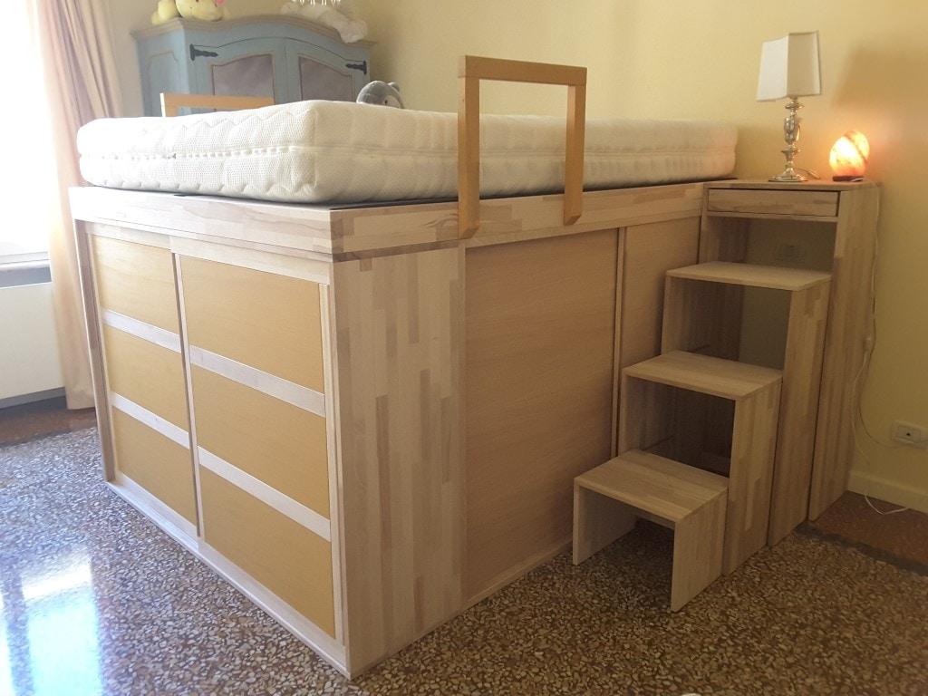 platzsparendes bett mit schrank mit t ren idfdesign. Black Bedroom Furniture Sets. Home Design Ideas