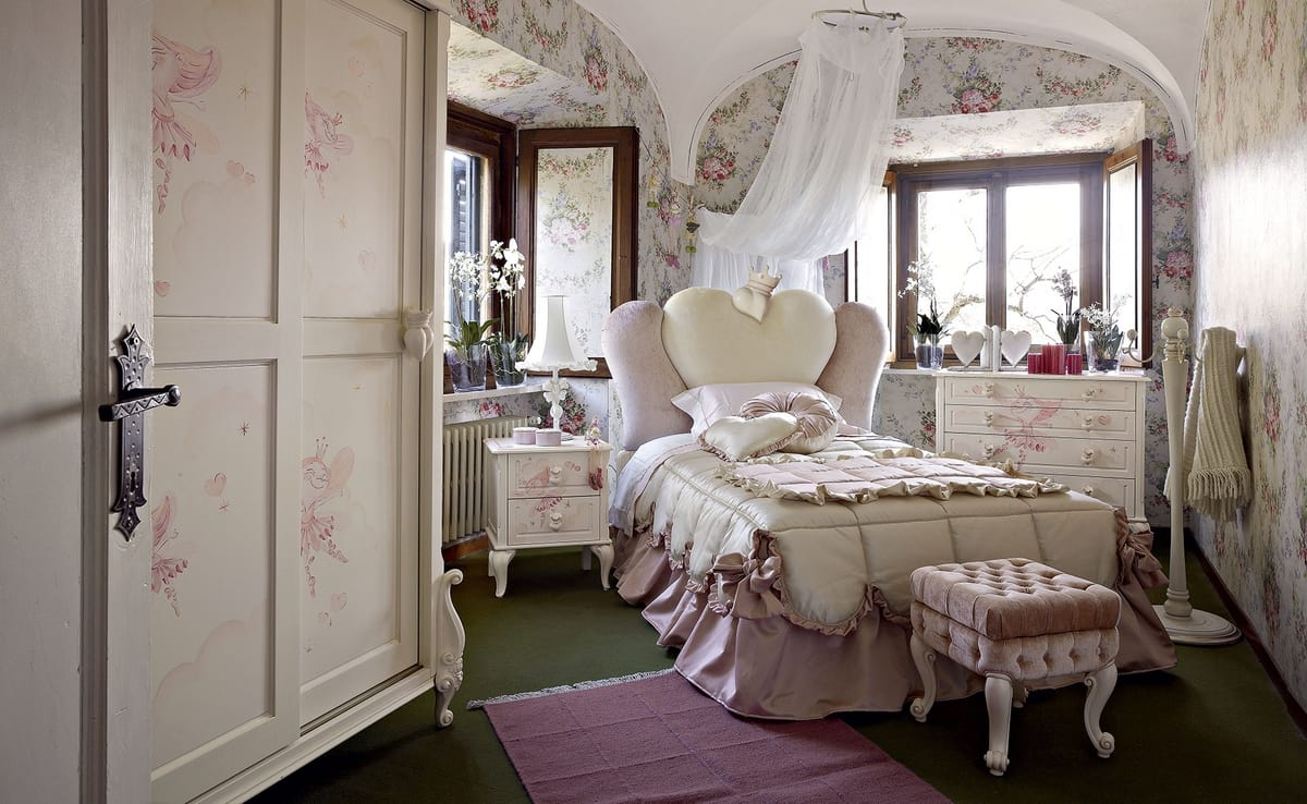 Mädchen Schlafzimmer mit einem herzförmigen Bett | IDFdesign