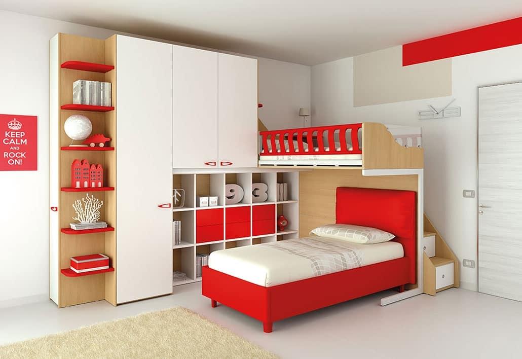 Schlafzimmer mit Hochbett, mit offenem Bücherregal und 6 ...