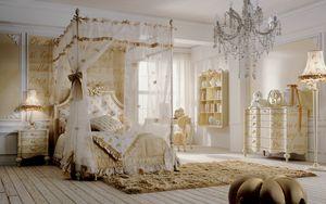 Romeo, Schlafzimmer mit Himmelbett, Golddekorationen