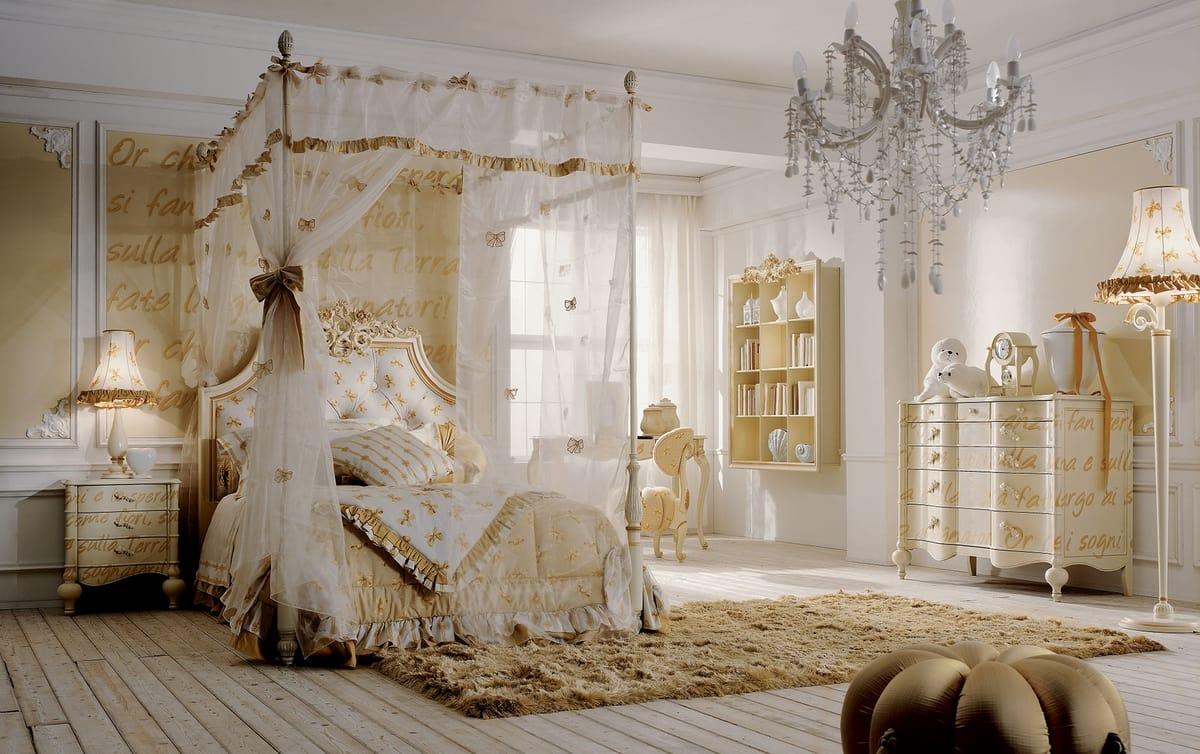 Schlafzimmer mit Himmelbett, Golddekorationen | IDFdesign