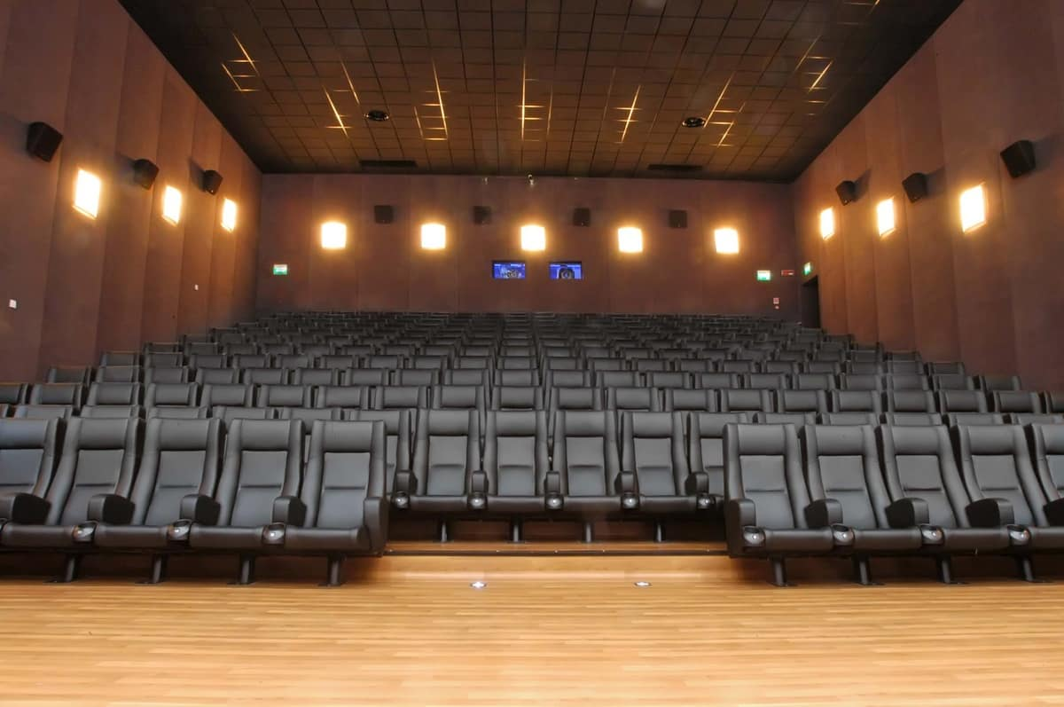Comfort Rimini, Sessel mit Metallgestell, gepolstert, für Multiplex-Zimmer