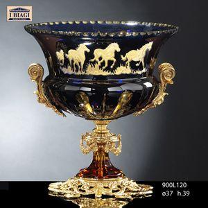 800Lxxx, Tassen, Obstschalen und Vasen mit dekorativen Pferden