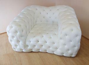 Catia Sessel, Kapitonierter Sessel aus weißem Kunstleder