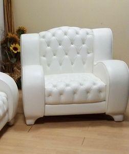 Lory Sessel, Kapitonierter Sessel aus weißem Leder