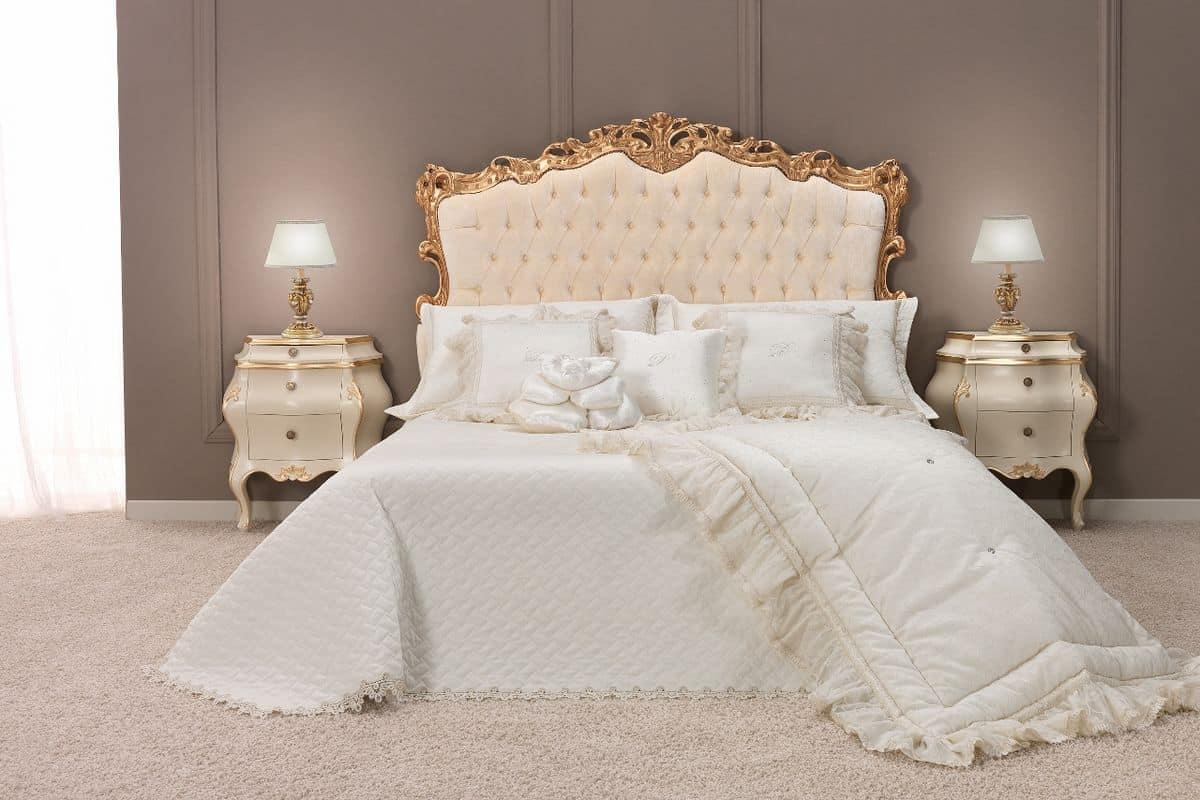 Klassisches Doppelbett mit gepolstertem Kopfteil getuftet Finish ...