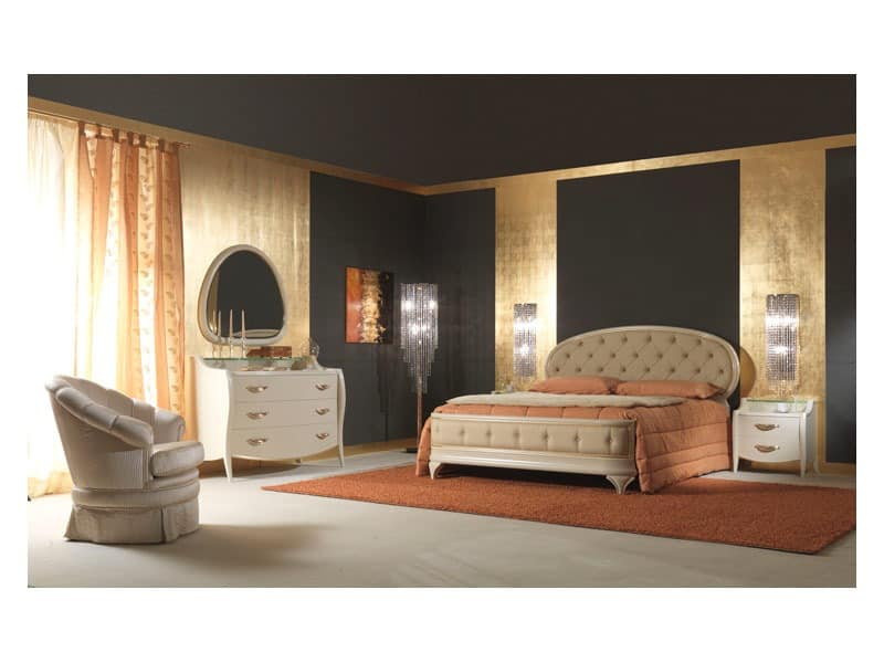 Art. 2010 Bett, Polsterbett, lackiert Creme, Blattgold Details