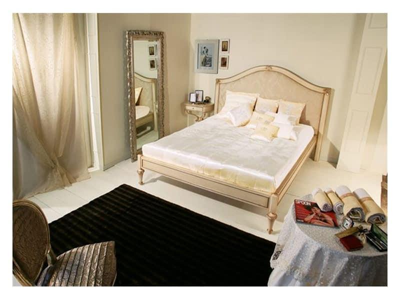 holzbett mit verzierten kopfteil f r klassische. Black Bedroom Furniture Sets. Home Design Ideas
