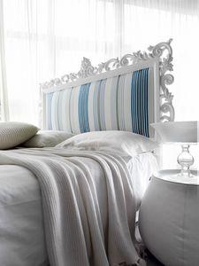 Art. 21002, Bett mit handgeschnitztem Kopfteil aus Holz