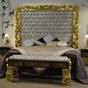 Art. NC001LT, Bett mit geschnitztem Kopfteil, Blattgold