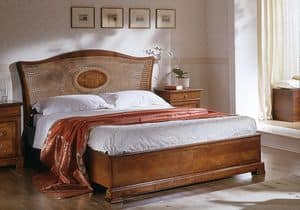 D 705, Klassisches Bett mit Kopfteil in Zuckerrohr