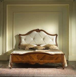 G 703, Bett in eingelegtem Holz mit gepolstertem Kopfteil