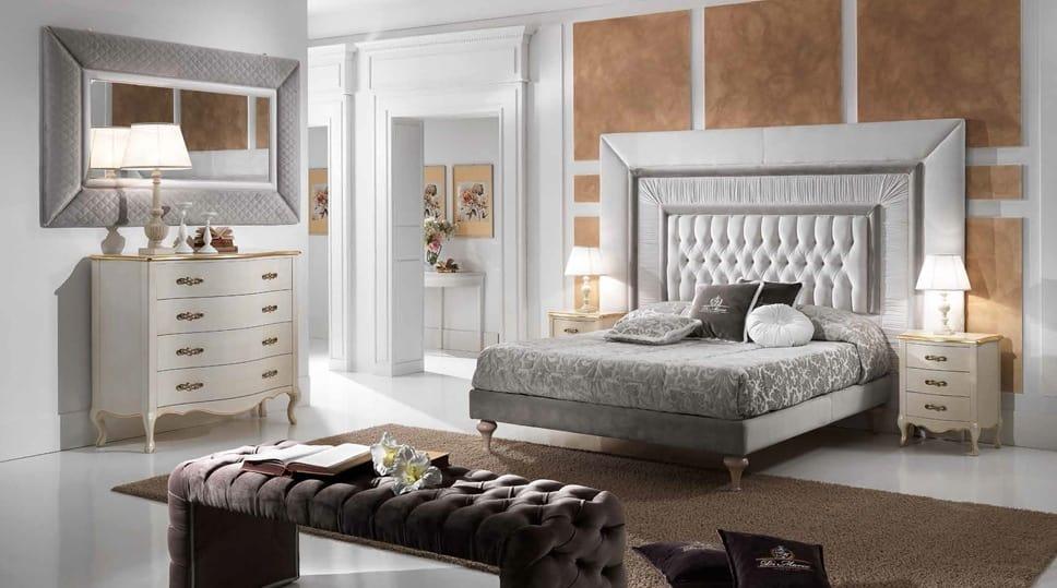 Klassisches Bett Mit Einem Grossen Getufteten Kopfteil Idfdesign
