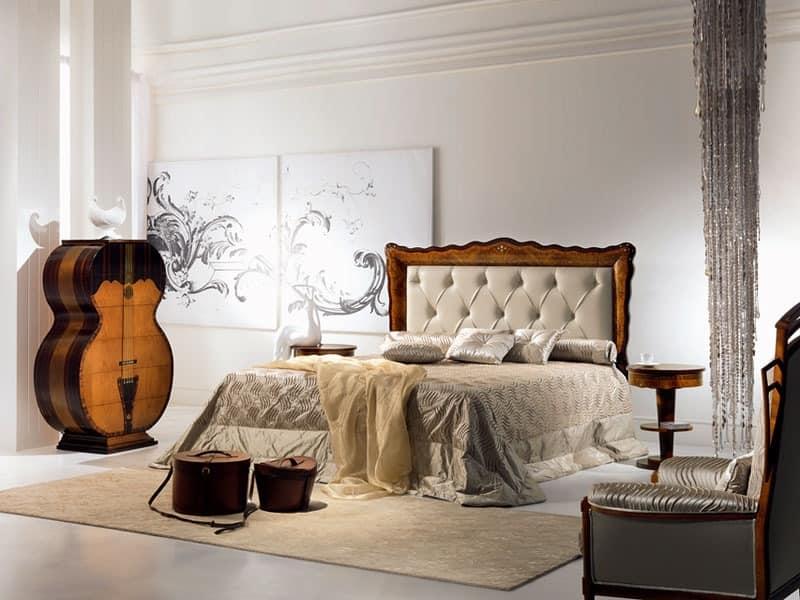 mit gesteppter polsterung klassisch die holzbetten. Black Bedroom Furniture Sets. Home Design Ideas