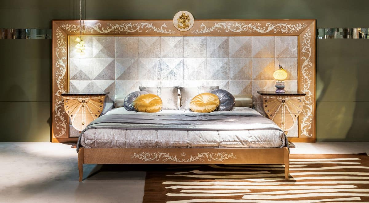 schlafzimmer mit t felung luxus klassischen stil idfdesign. Black Bedroom Furniture Sets. Home Design Ideas