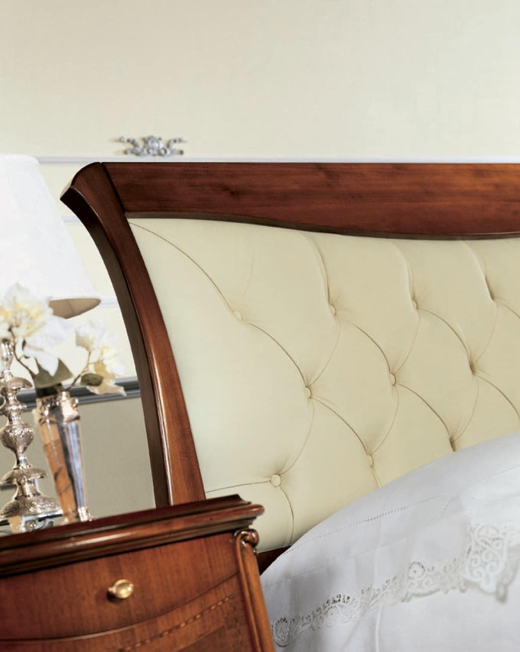 Nussbaum Bett mit gepolstertem Kopfteil, Handarbeit   IDFdesign