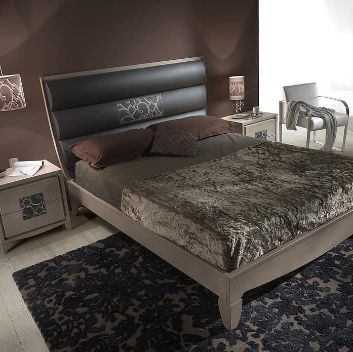eschenholz und leder bett bestickt mit einsatz idfdesign. Black Bedroom Furniture Sets. Home Design Ideas