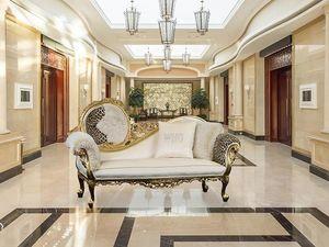 Monet Stoff, Luxus-Liege aus Holz mit Gold Veredelungen, Barock gemacht