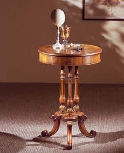 Art. 210, Die elegant eingerichteten kleinen Tisch mit runder Platte, in Nussbaumholz
