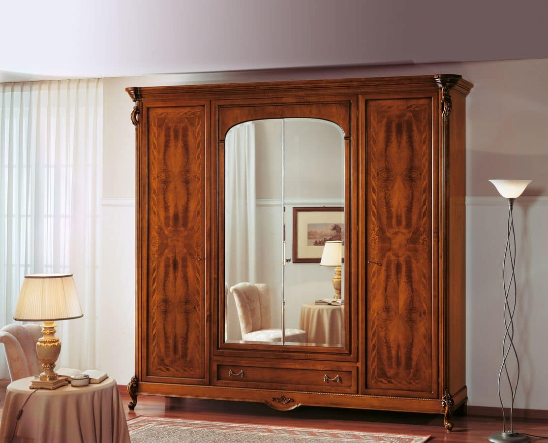 walnut kleiderschrank mit spiegelt r ideal f r schlafzimmer idfdesign. Black Bedroom Furniture Sets. Home Design Ideas